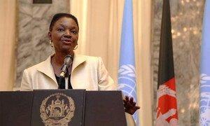 La Secrétaire générale adjointe de l'ONU aux affaires humanitaires, Valerie Amos, parle à la presse à Kaboul en Afghanistan.