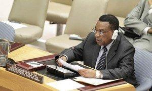 Special Representative Augustine Mahiga briefs the Security Council.