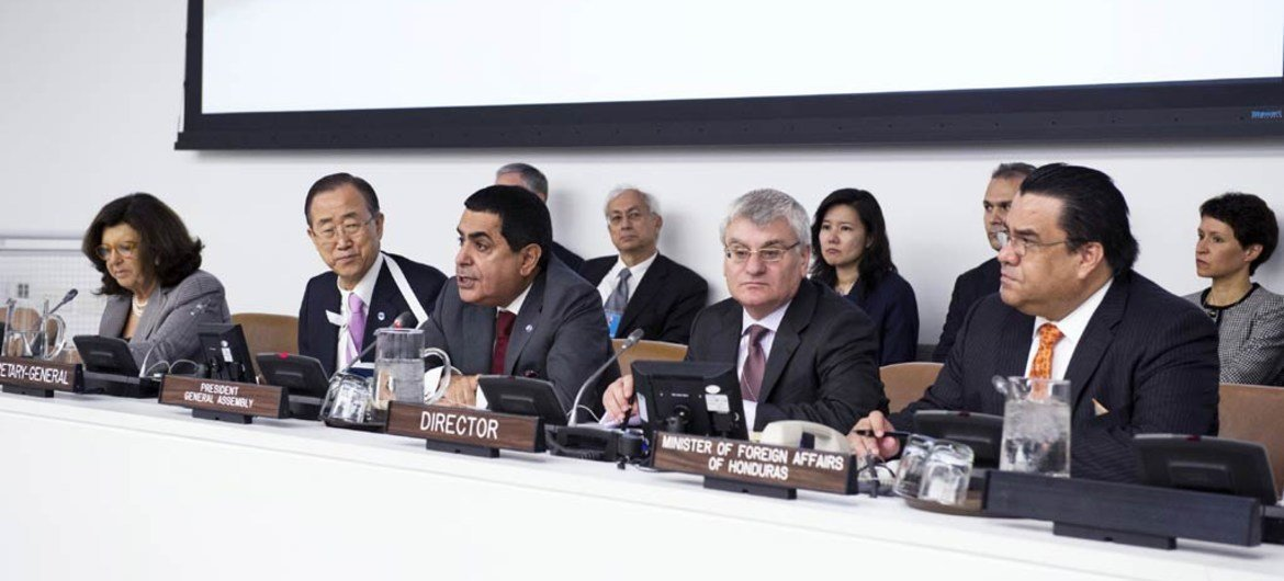 General Assembly President Nassir Abdulaziz Al-Nasser (centre) and Secretary-General Ban Ki-moon (second left) at the Assembly's debate on Central America.