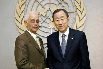 Secretary-General Ban Ki-moon (right) with Norman Givran, his Personal Representative on the border controversy between Guyana and Venezuela.