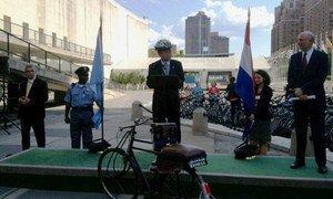 Secretary-General Ban Ki-moon addresses UN Bike Ride in support of Rio+20.