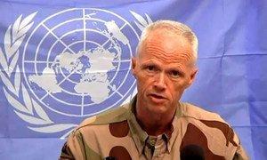 Major-General Robert Mood briefs journalists in Damascus.