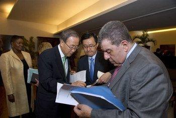 Le Secrétaire général de l'ONU Ban Ki-moon prépare son allocution d'ouverture de la Conférence Rio+20. Photo ONU/Eskinder Debebe