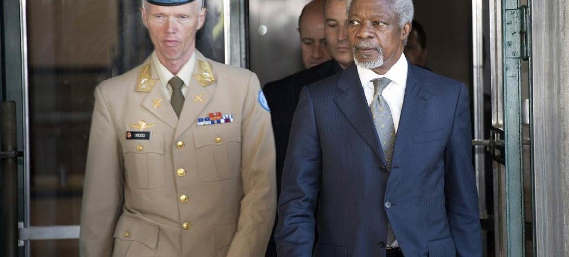 Joint Special Envoy of the UN and the Arab League for Syria Kofi Annan (right) and Major-General Robert Mood, head of UNSMIS, arrive for the press conference.