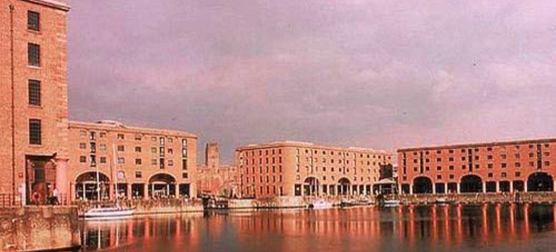 مدينة ليفربول البحرية التجارية.