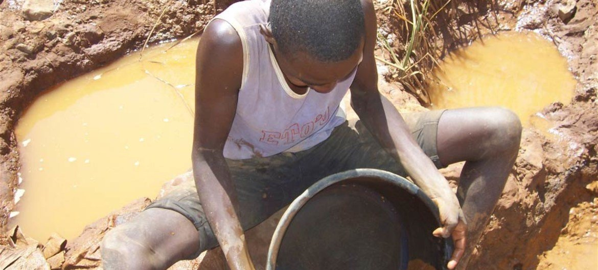 The use of mercury to extract gold poses health risks to artisanal miners.