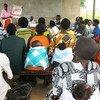 Mtoa huduma azungumza kuhusu afya ya uzazi na wanaume na wanawake.