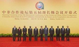 Photo de groupe des personnalités participant à la 5ème Conférence ministérielle du Forum sur la coopération entre la Chine et l'Afrique. ONU Photo/Eskinder Debebe.