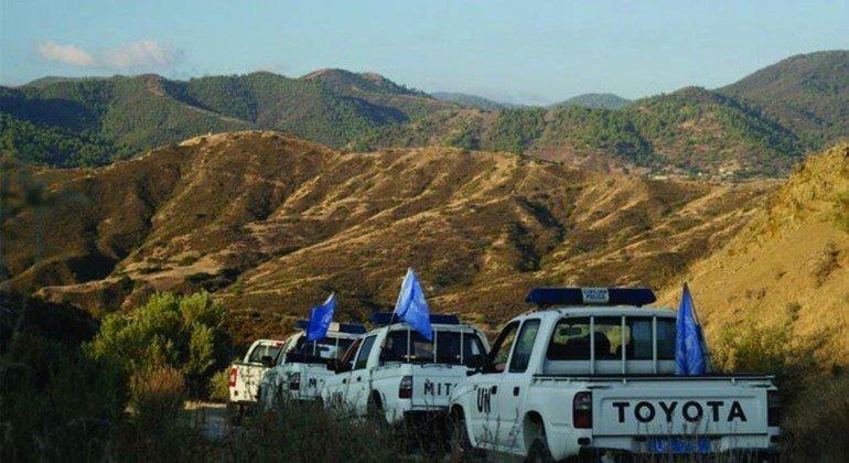 Desde la división de Chipre, la ONU ha tratado de fomentar las negociaciones para un acuerdo de reunificación. Cascos azules en Chipre Foto: UNFICYP