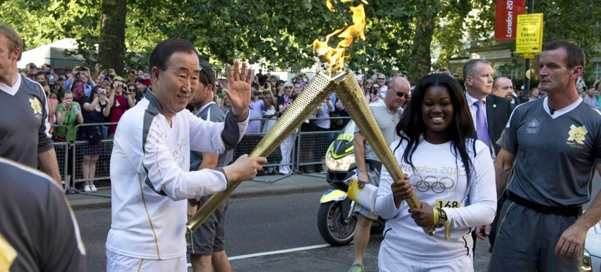 Secretary-General Ban Ki-moon (left) takes part in the torch run for the 2012 Summer Olympic Games in London.