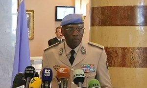 Le chef par intérim de la Mission de supervision des Nations Unies en Syrie (MISNUS), le général Babacar Gaye, lors d'une conférence de presse à Damas. Photo extraite d'une vidéo