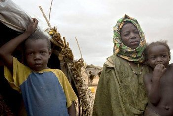 A mother and her children who fled to Damba from Gossi.