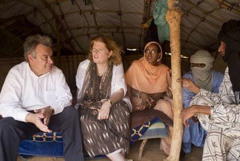 UNHCR chief António Guterres and Anne Richard of the US State Department visit Malian refugees in Damba camp.