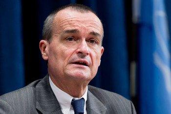 Le Représentant permanent de la France auprès des Nations Unies et Président du Conseil de sécurité pour le mois d'août 2012, Gérard Araud.