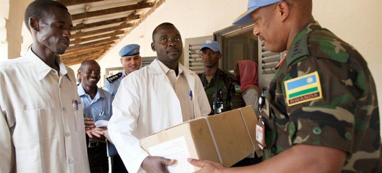 UNAMID Force Commander Patrick Nyamvumba hands out medical supplies in Kutum, North Darfur.