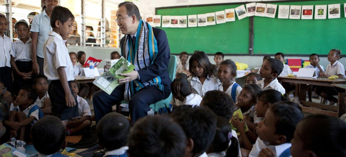 Secretary-General Ban Ki-moon interacts with children on his visit to the Cassait Primary School in Liquica district, Timor-Leste.