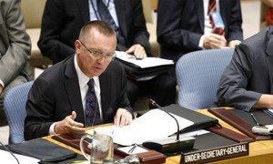 Le Secrétaire général adjoint aux affaires politiques, Jeffrey D. Feltman, s'adresse au Conseil de sécurité. ONU Photo/Devra Berkowitz