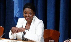 La Secrétaire générale adjointe aux affaires humanitaires, Valerie Amos, en conférence de presse. ONU Photo/JC MCIlwaine