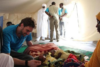 Pau Gasol on visit to Chad is seen here with a mother of twins who is waiting for the full recovery of one of the children.