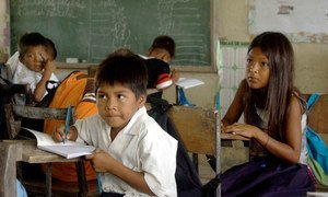 According to a UNICEF/UNESCO report, 2.1 million children and teenagers in Latin America and the Caribbean region are not enrolled in school or are at grave risk of abandoning it.