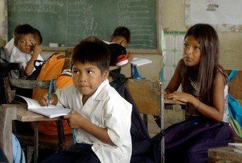 El Ministerio de Educación chileno ha incluído en el currículo escolar el informe 2012 sobre desarrollo humano de Chile que usa parámetros para medir la felicidad. Foto: UNICEF