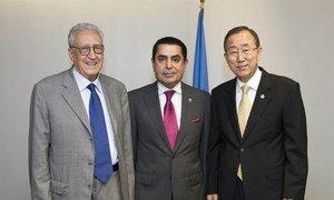 Secretary-General Ban Ki-moon (right) meets with General Assembly President Nassir Abdulaziz Al-Nasser (centre) and Joint Special Representative Lakhdar Brahimi.