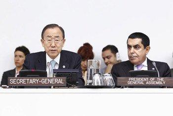 Le Secrétaire général Ban Ki-moon présente son rapport sur la Responsabilité de protéger à l'Assemblée générale. Photo ONU/JC McIlwaine