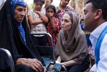 L'Émissaire spéciale du Haut Commissariat des Nations Unies pour les réfugiés (HCR), l'actrice et réalisatrice américaine Angelina Jolie, lors de sa visite en Iraq, les 15 et 16 septembre 2012.