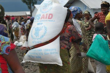 In the provinces of North and South Kivu, WFP provides emergency food assistance to the internally displaced.