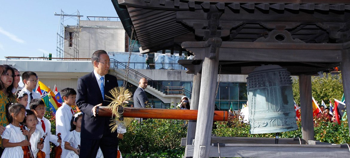 Secretary-General Ban Ki-moon rings the Peace Bell at the annual ceremony marking the International Day of Peace.