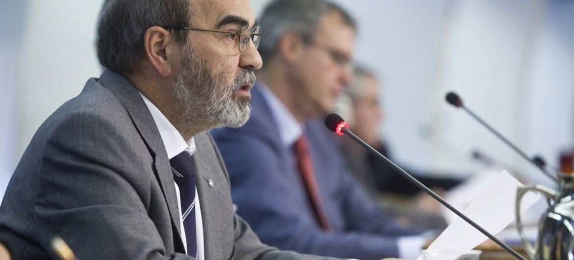 FAO Director-General José Graziano da Silva addresses the opening of the Committee on Forestry.