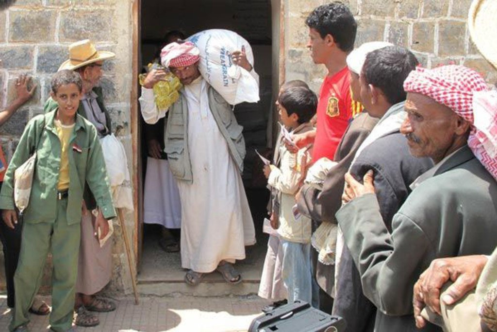 من الأرشيف. توزيع المساعدات الغذائية في اليمن