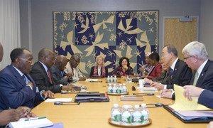 Le Secrétaire général Ban Ki-moon (à droite) en réunion avec le Président de la République démocratique du Congo (RDC), Joseph Kabila.