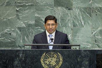 Le Vice-Premier Ministre du Népal, Narayan Kaji Shrestha, à la tribune de l'Assemblée générale.