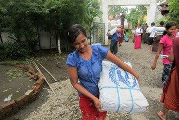 Le HCR a distribué des articles de première nécessité à des dizaines de milliers de personnes déplacées touchées par les troubles dans l'état de Rakhine, au Myanmar.