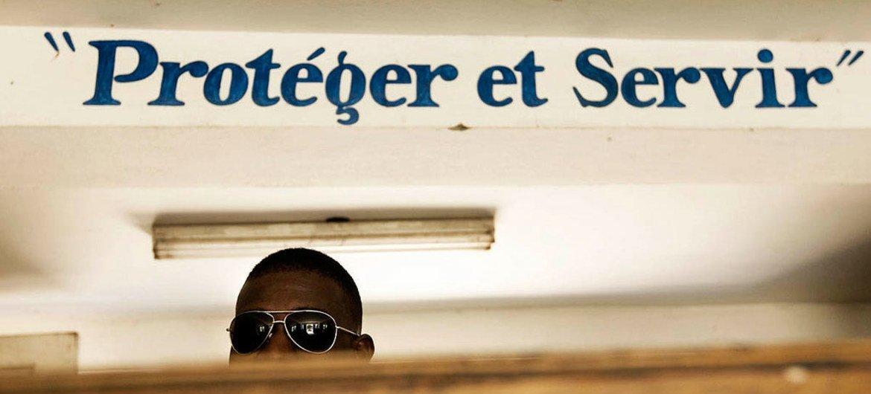 """""""Protéger et servir"""",  devise de la police haïtienne."""