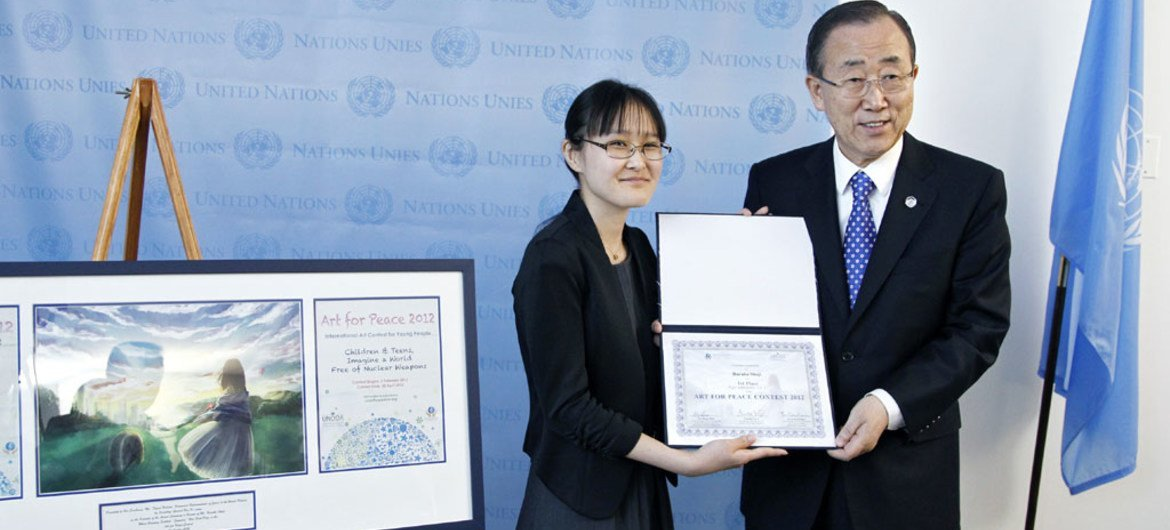 Secretary-General Ban Ki-moon (right) presents an award to Haruka Shoji, winner of the United Nations Art for Peace Contest, organized by the UN Office for Disarmament Affairs.