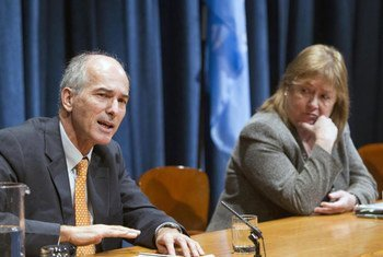 Chef de Cabinet Susana Malcorra (right) and Charles Petrie, head of the Internal Review Panel on UN Action in Sri Lanka, brief the press.