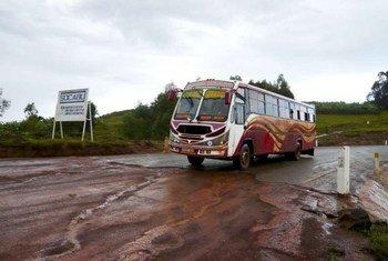 Un bus avec pour passagers des réfugiés burundais, qui quittent la Tanzanie pour rentrer chez eux. (Archives)