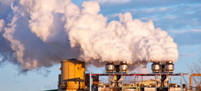 التعهدات الحالية من جانب الحكومات تشير إلى ارتفاع الحرارة في هذا القرن 3-5 درجة مئوية إذا لم يتم اتخاذ إجراءات سريعة. المصدر: برنامج الأمم المتحدة للبيئة شترستوك / كريستيان كوبيرسكي