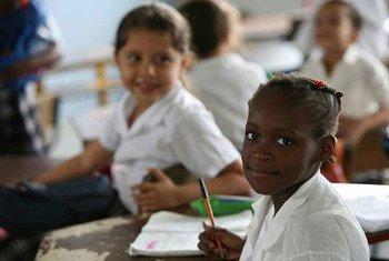 Des écoliers dans leur classe en Colombie.