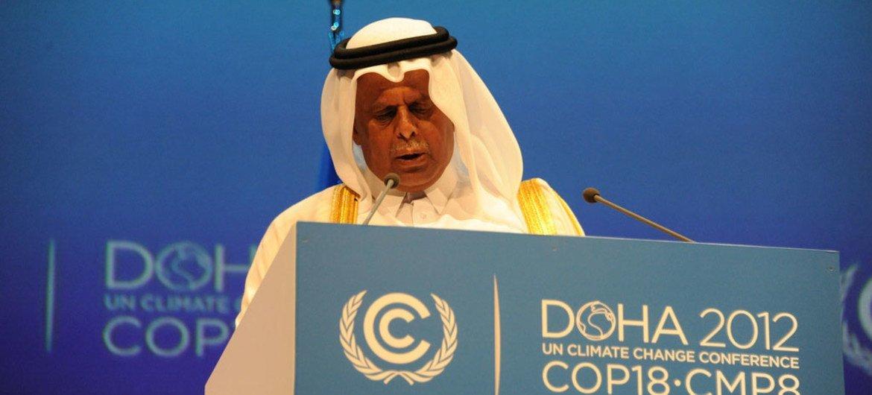 Le Président de la Conférence des Parties (COP 18), Abdullah bin Hamad Al-Attiyah, prend la parole à l'ouverture des débats.