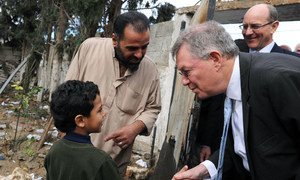 Special Coordinator for Mideast Peace Robert Serry (right) greets a Palestinian boy during his visit to Gaza on 25 November 2012.