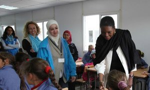 UN humanitarian chief Valerie Amos (right) meets with school children during a visit to Za'atri Refugee Camp in Jordan on 27 November 2012.
