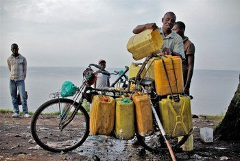 A man loads water collected from Lake Kivu onto his bicycle for sale in Goma, DRC, where municipal supplies have been interrupted.