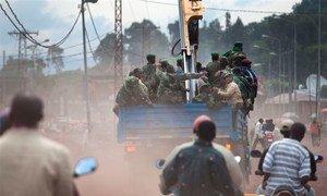 Des membres du groupe rebelle M23 se retirent de Goma a bord d'un camion. Photo MONUSCO/Sylvain Liechti