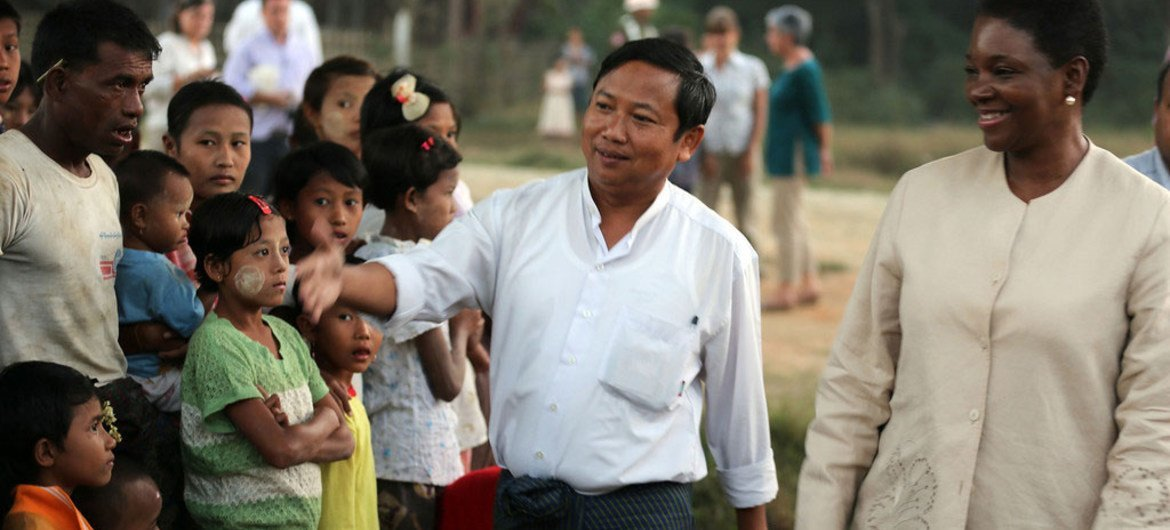 Under-Secretary-General for Humanitarian Affairs and Emergency Relief Coordinator Valerie Amos (right) on a tour of Rakhine state in Myanmar.