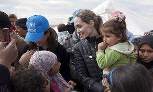 Angelina Jolie considera que a única maneira de permitir que os refugiados voltem para casa é acabar com os próprios conflitos.