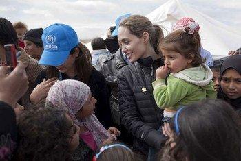 Angelina Jolie vem acompanhando situação de família refugiada da Síria