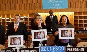 """La manifestation """"Défendons Malala  Défendons le droit des filles à l'éducation"""", organisée par l'UNESCO le 10 dcembre à Paris."""